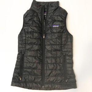 patagonia black puffer vest size
